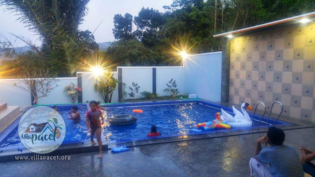 kolam renang pribadi anak dan dewasa di villa samawa pacet